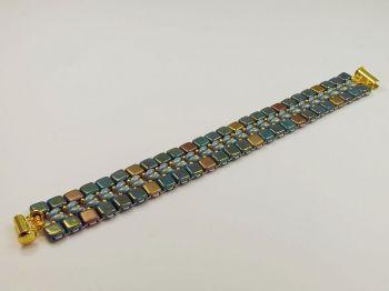 flaches Armband in Türkistönen
